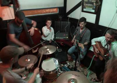 Jeff joins a not-so-trad seisiun in Ardmore (with Simon Daly and friends)
